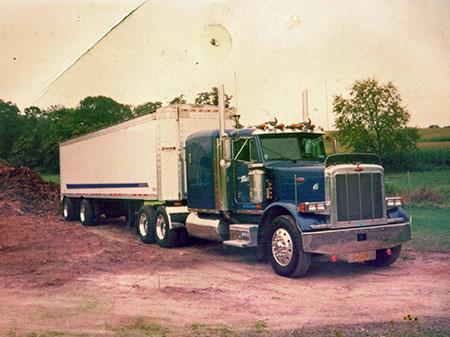 Semi truck for hauling much